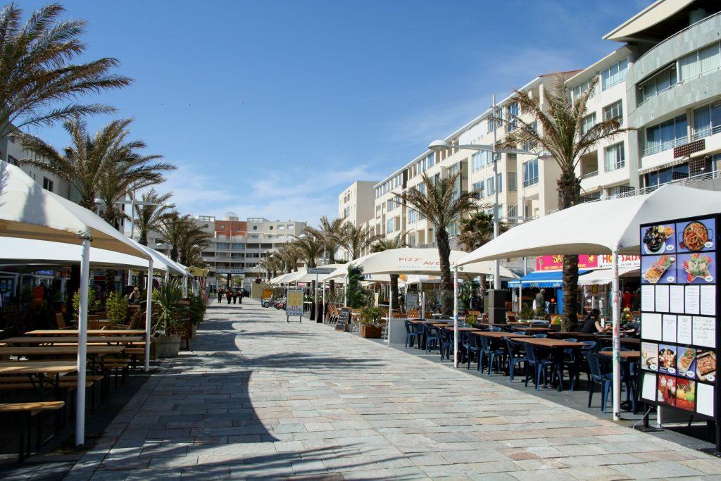 Mixer sport et plaisir sur la côte méditerranéenne : entre balade et parc aquatique